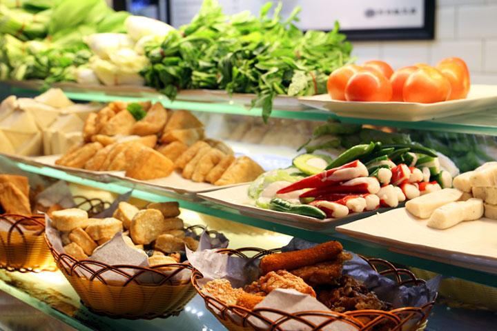 Eat healthy for cheap at Raffles Place? Follow the Yong Tau Foo queue