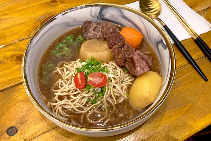 Easy Noodles barのビーフ麺