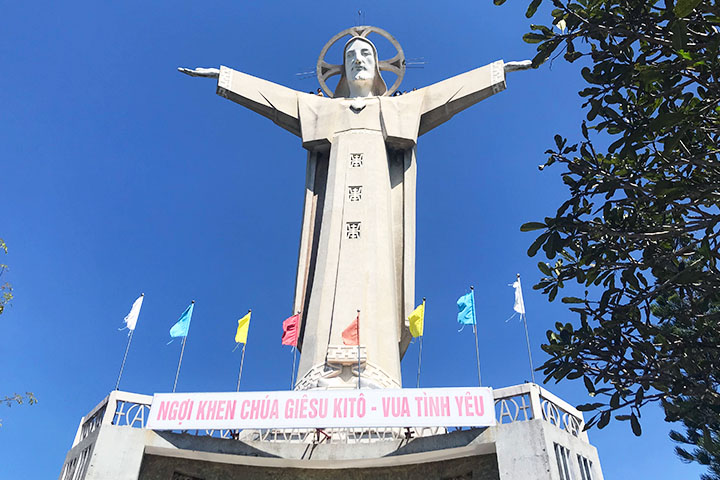Iconic Jesus statue and Ganh Hao seafood restaurant at Vũng Tàu